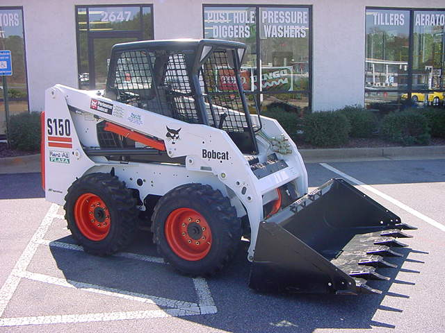 S150 Bobcat Loader with Bucket